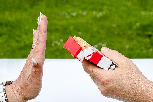 femme arrêtant le tabac
