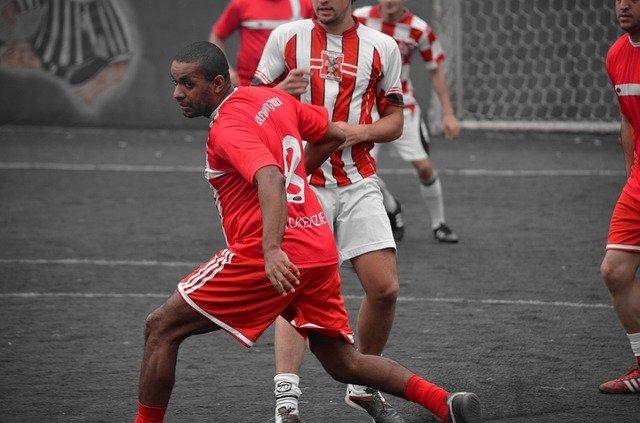 joueurs de foot avec des stabilisées