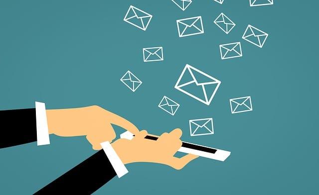 dessin illustrant l'envoi de sms de masse
