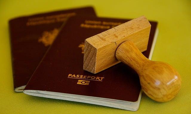 deux passeports francais