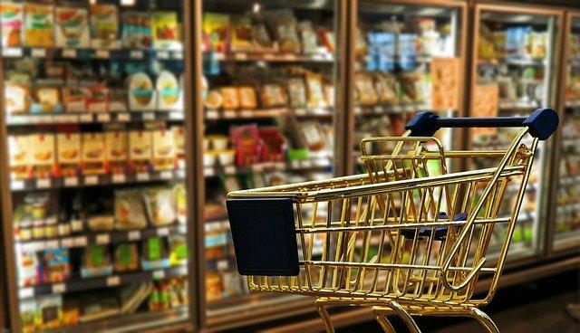 caddie dans un supermarché